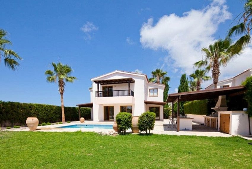 Classically styled 4 Bedroom Villa for Sale in Peyia