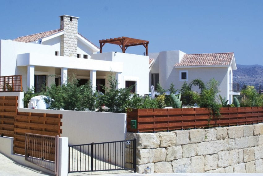 Garden Lovers Villa for sale in Monagroulli Hills
