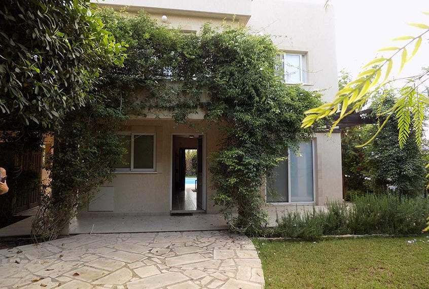 3 Bedroom Luxury Villa for sale in Paphos' Chloraka Suburbs