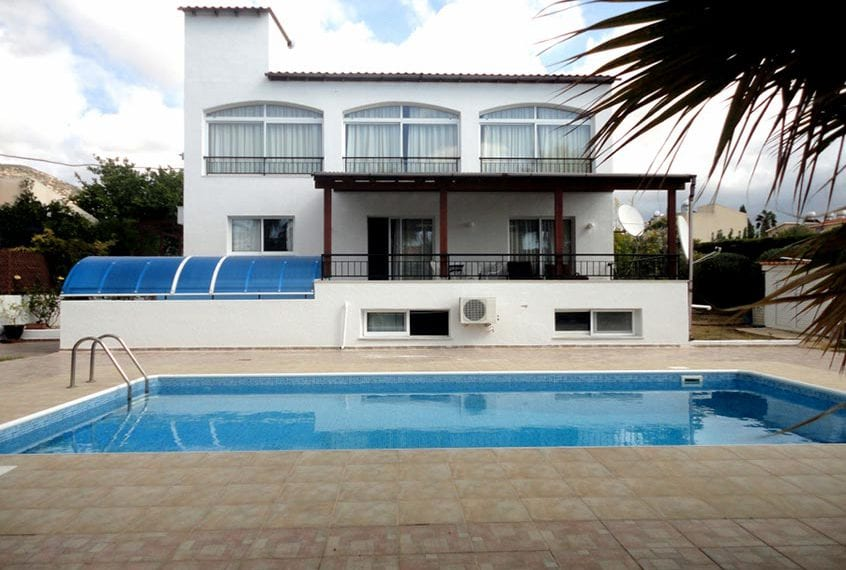 Spacious 4 bedroom luxury Villa for Sale in Peyia, With Studio