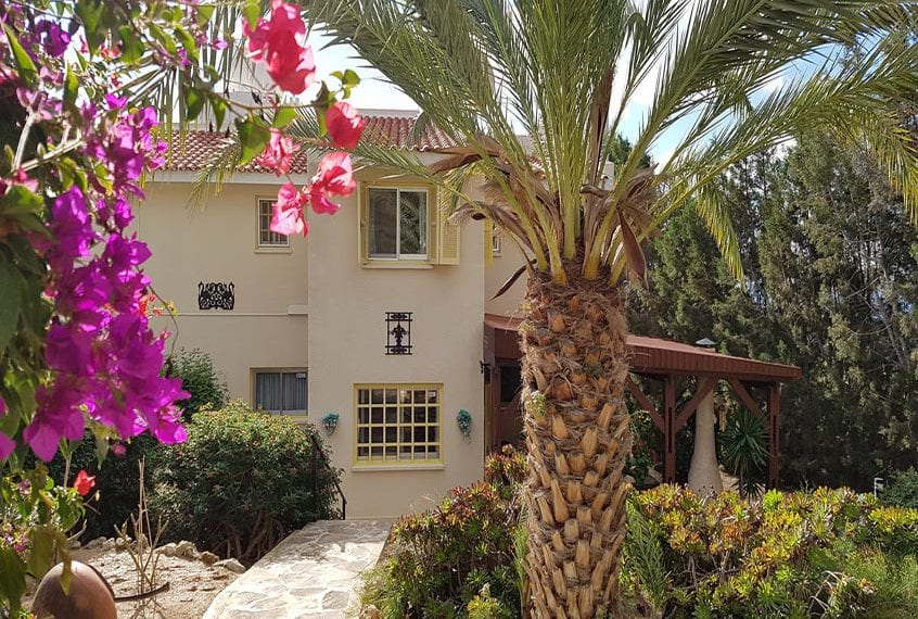 Spacious 3 bedroom, with study, Bungalow For Sale In Peyia