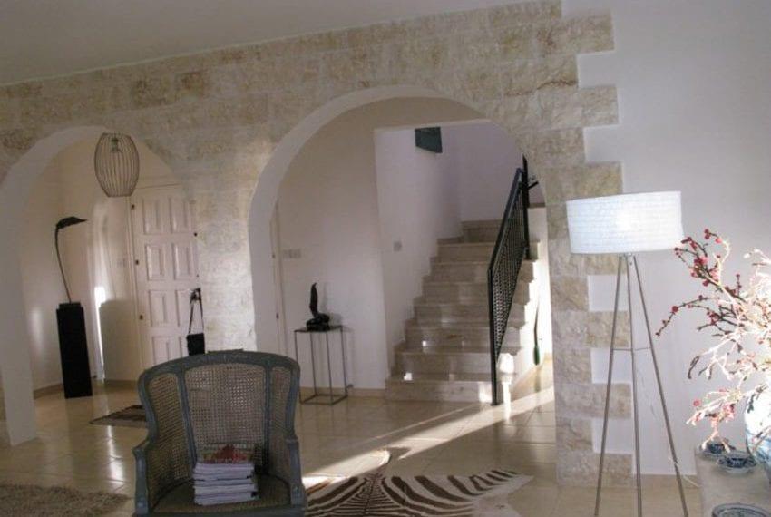 spacious 6 bedroom villa for sale in akoursos paphos25