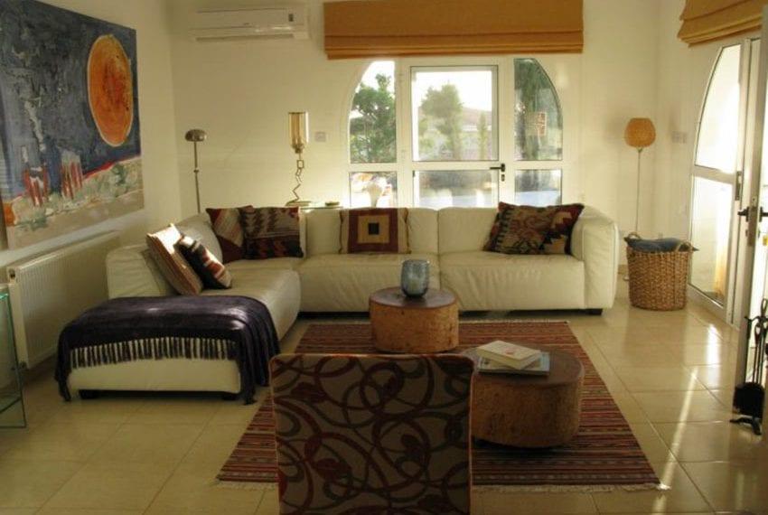 spacious 6 bedroom villa for sale in akoursos paphos26