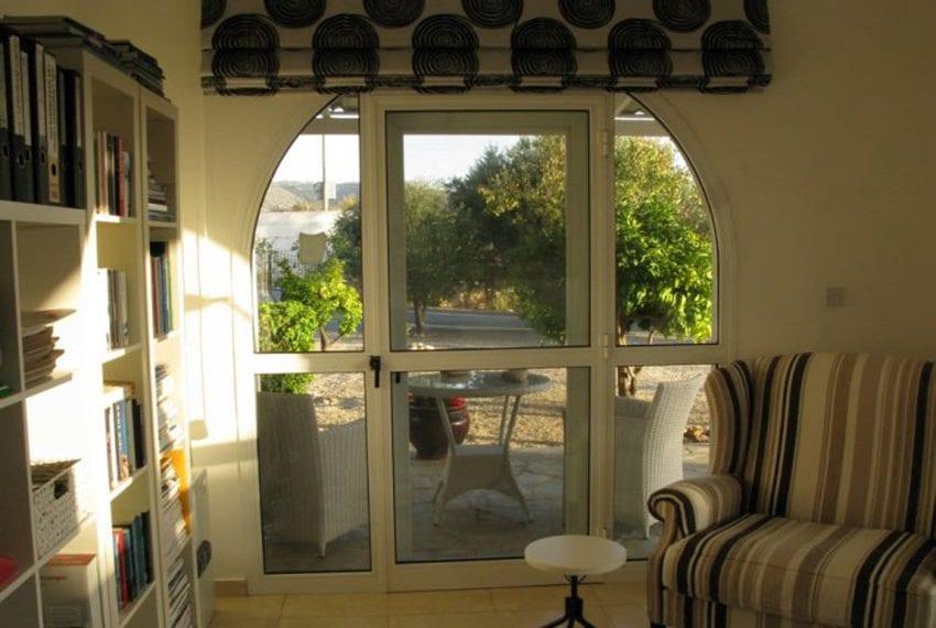 spacious 6 bedroom villa for sale in akoursos paphos27