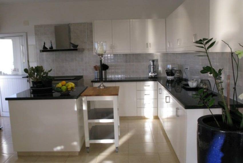 spacious 6 bedroom villa for sale in akoursos paphos32