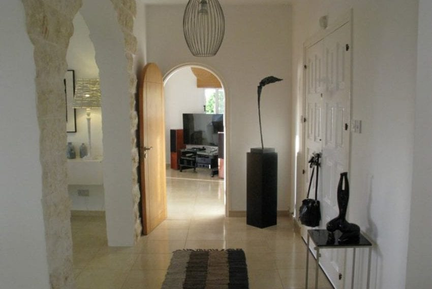 spacious 6 bedroom villa for sale in akoursos paphos34