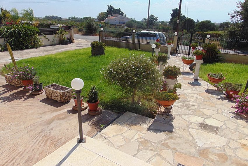 Spacious villa for sale on two levels in Emba, Paphos