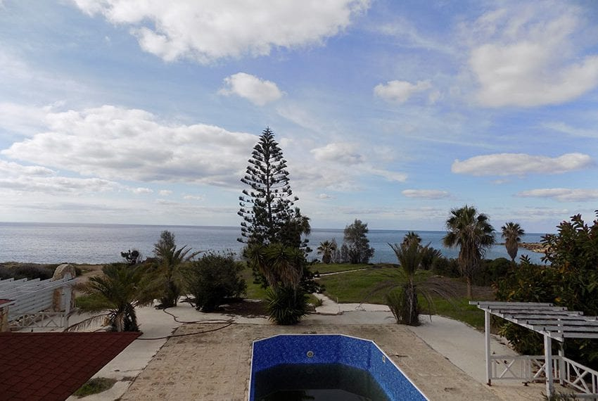 Beach front villa for sale in Sea Caves, Paphos19