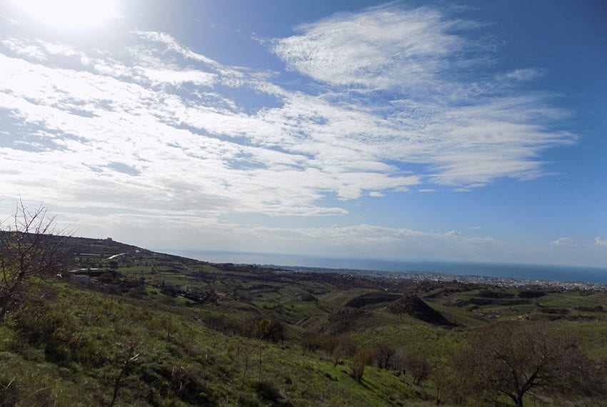 Plot of land for sale in Armou with sea views