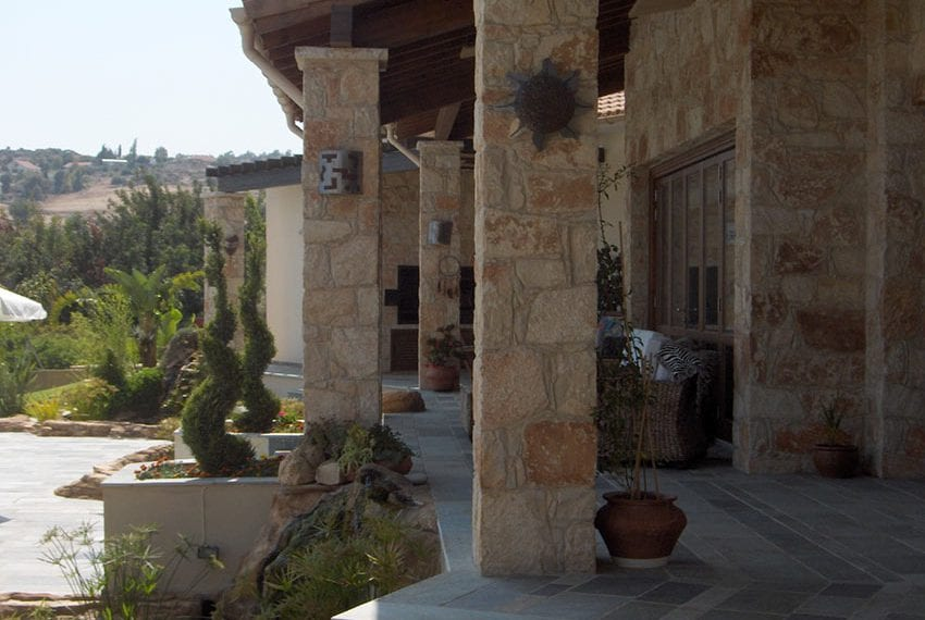 Spacious 5 bed villa for sale in Limassol, Pareklisia