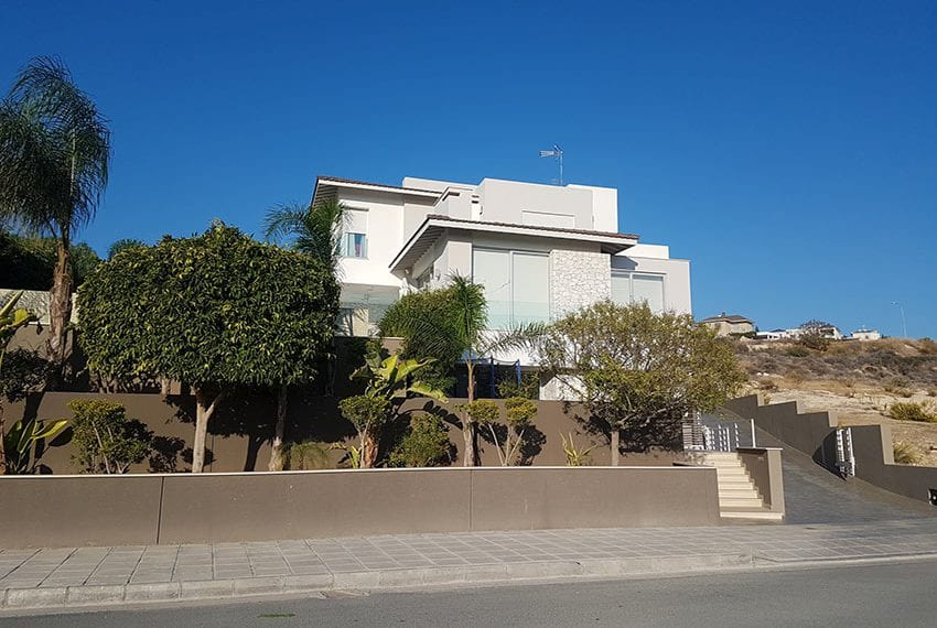 Modern 5 bedroom house for sale in Limassol01