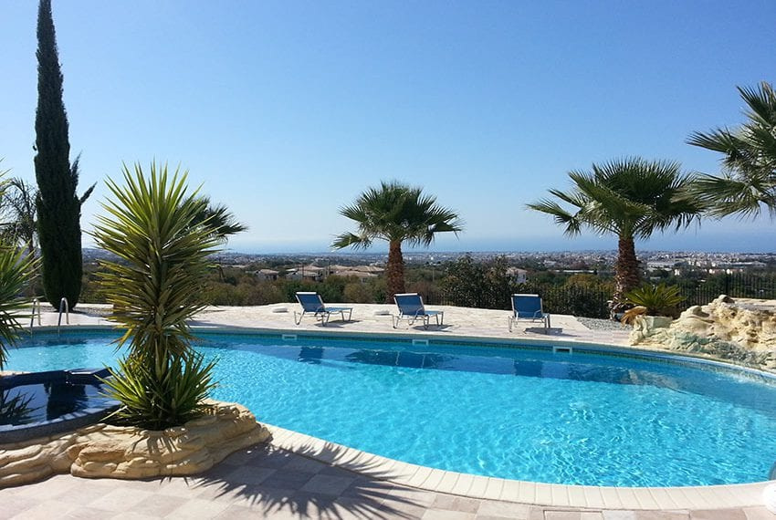 For sale 2 bed flat in Paphos, Mesa Chorio
