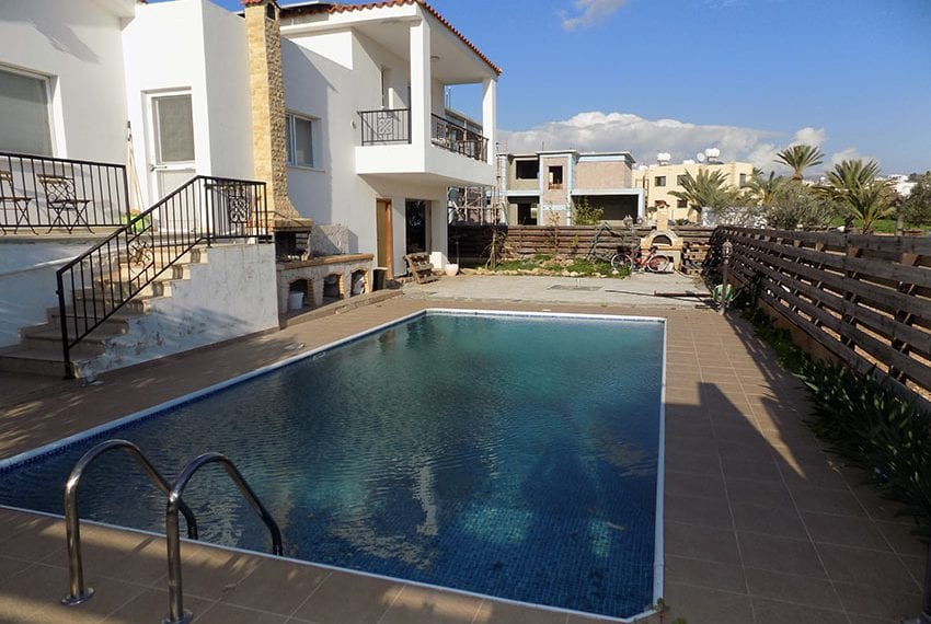 3 bedroom Villa with pool for sale Chloraka coast