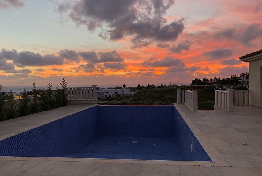 Luxury 4 bedroom 4 bathroom villa in Peyia