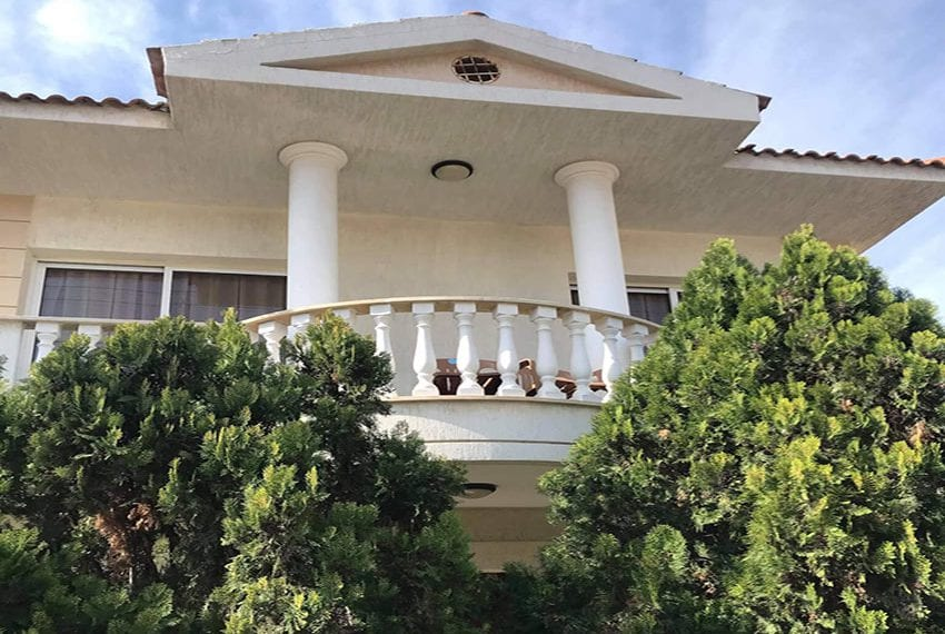 Villa near Crown Plaza for sale few minutes walk to beach