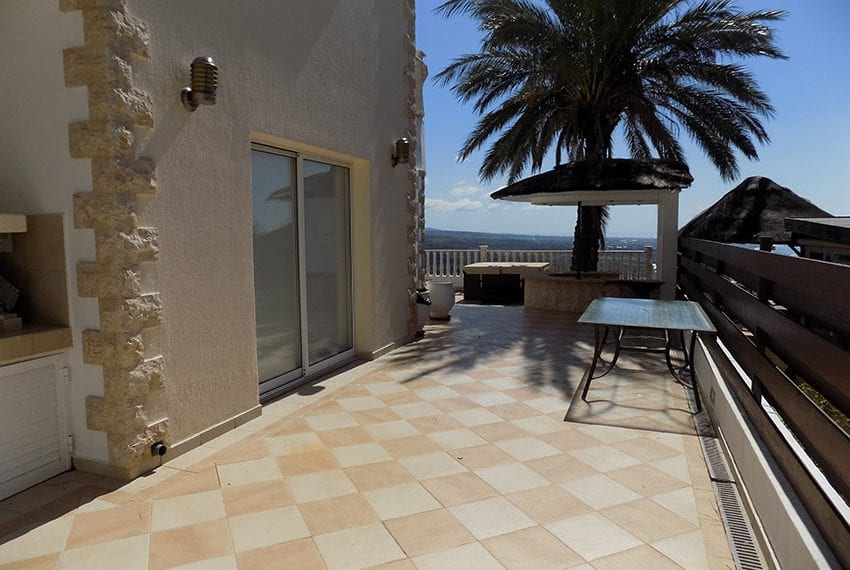 Villa for sale with fantastic sea views in Peyia
