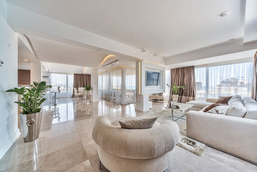 Penthouse with private pool for sale Kolonakiou Limassol