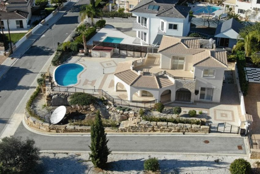Luxury villa for sale in Sea Caves with deeds