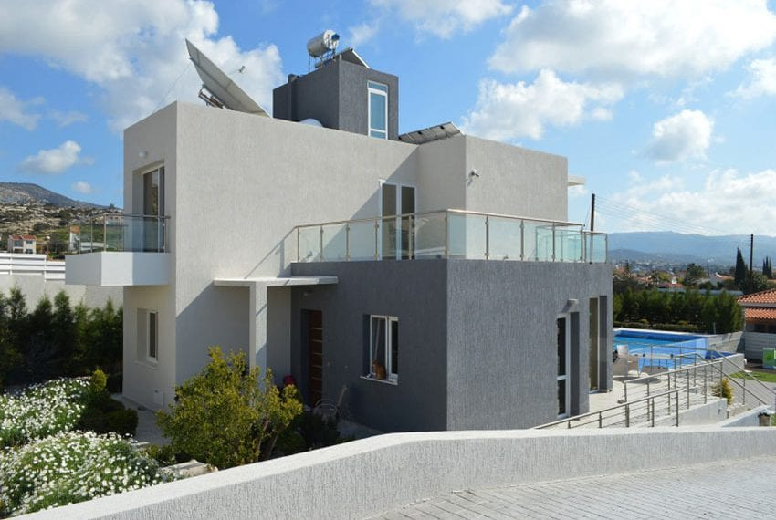 Luxury 3 bedroom villa for sale in Sea Caves
