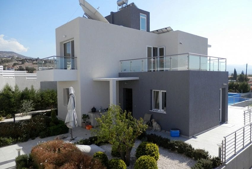 Luxury 3 bedroom villa for sale in Sea Caves