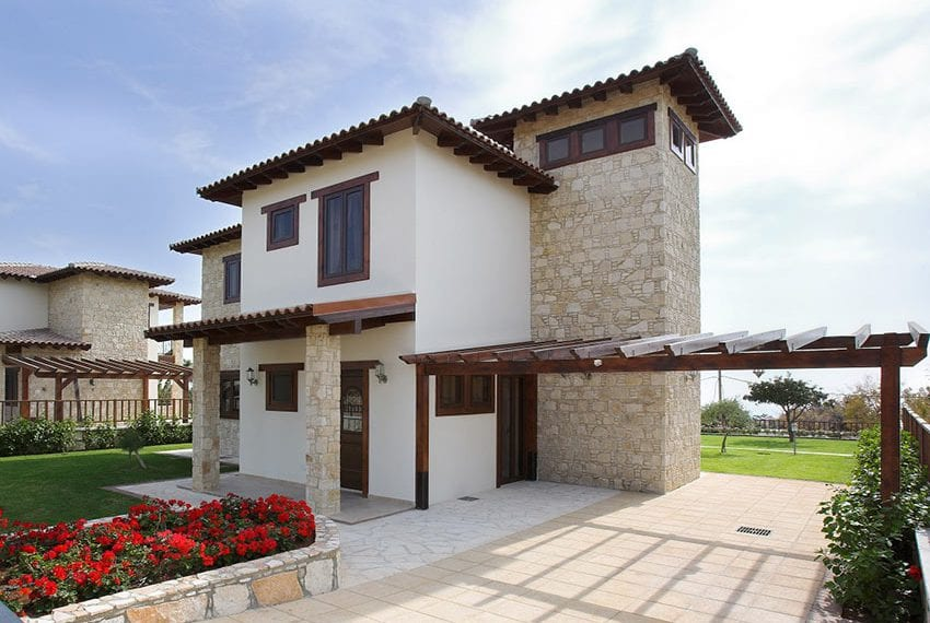 Stylish villas for sale with private pool in Souni
