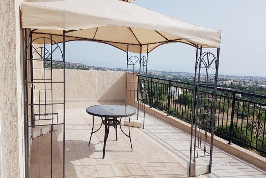Resale top floor apartment in Paphos Mesa Chorio