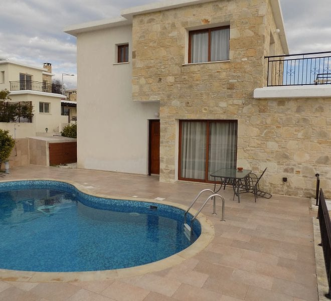Villa with private pool for rent in Tremithousa
