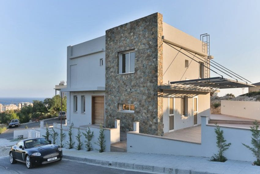 Luxury 4 bed villa in Ayios Tychonas
