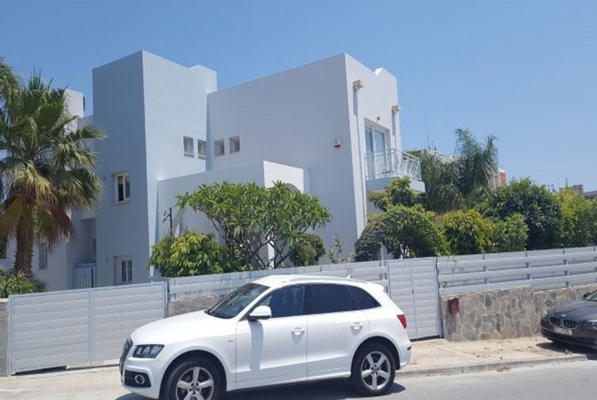 Four bedroom house for sale near the sea19