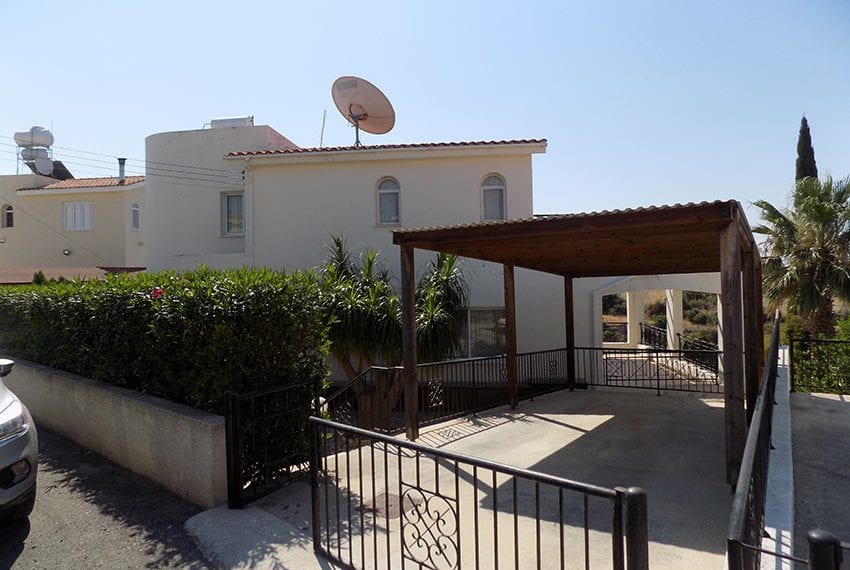 Spacious villa with private pol and basement Peyia