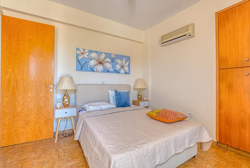 2 bed flat for sale in Paralimni