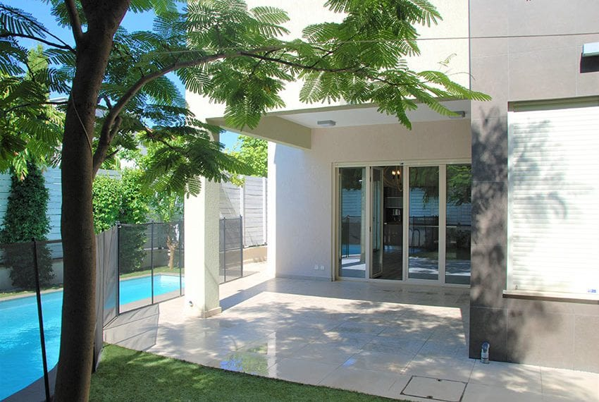 Resale luxury villa near St Rapahel marina in Limassol09