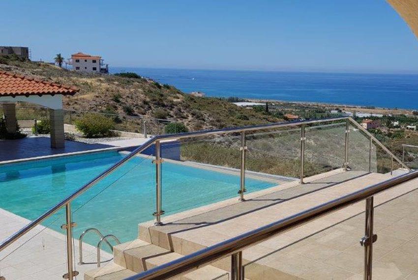 Luxury 6 bedroom villa for sale in Kissonerga
