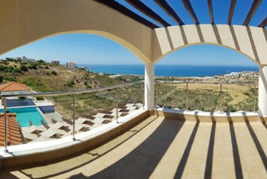 Luxury 6 bedroom villa for sale in Kissonerga