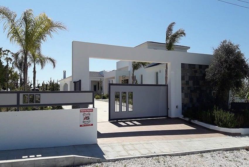 Luxury 7 bedroom villa for sale in Anarita 18