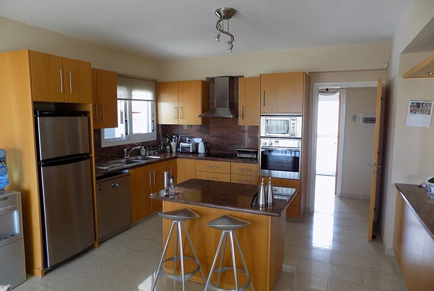 4 bed villa for sale in peyia big plot of land