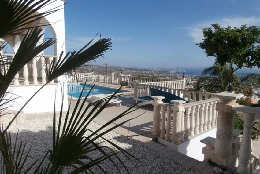 Bungalow for sale in Peyia with unobstructed views