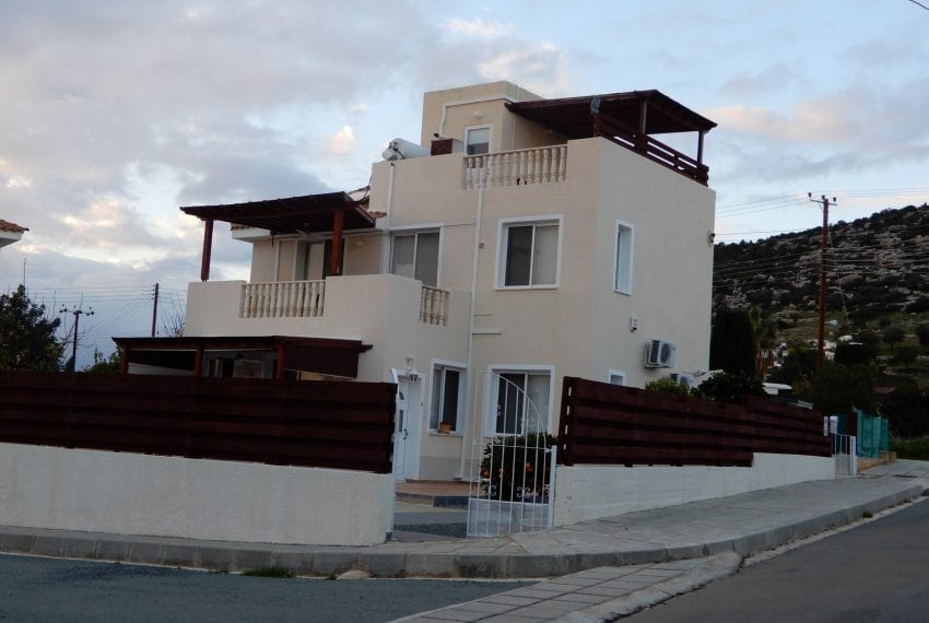 Private 3 bedroom villa for sale in Peyia Cyprus