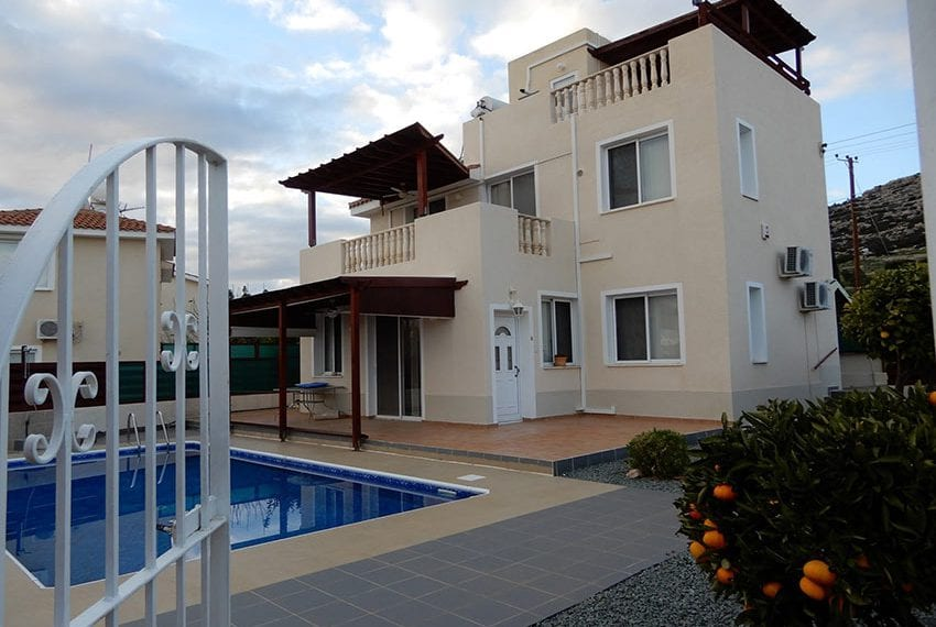 Private 3 bedroom villa for sale in Peyia Cyprus01