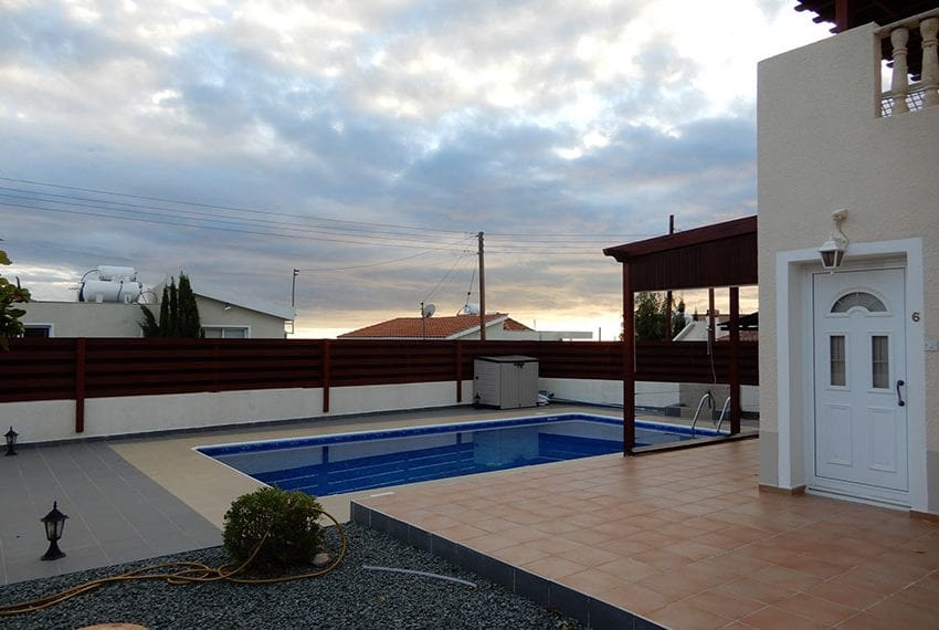 Private 3 bedroom villa for sale in Peyia Cyprus02