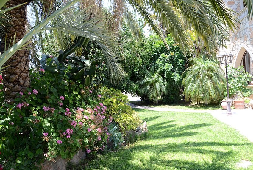 Magnificent 5 bedroom villa for rent in Tremithousa