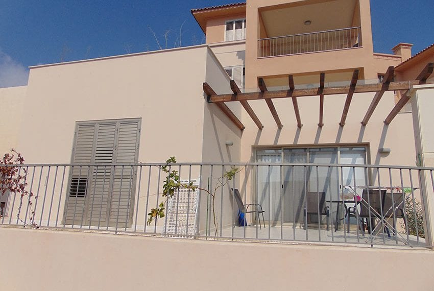 Modern 2 bed apartment for sale near beach Pafos