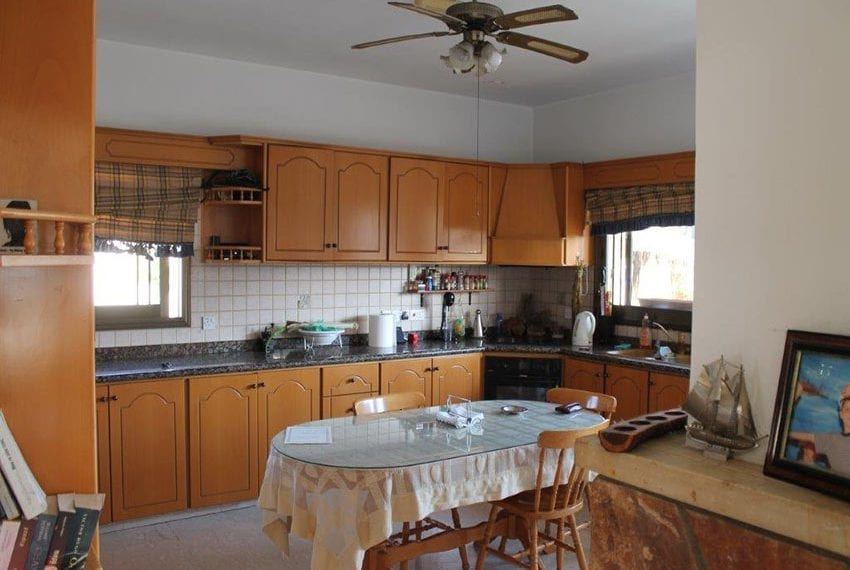 3 bedroom apartment with deeds Pano Pafos04