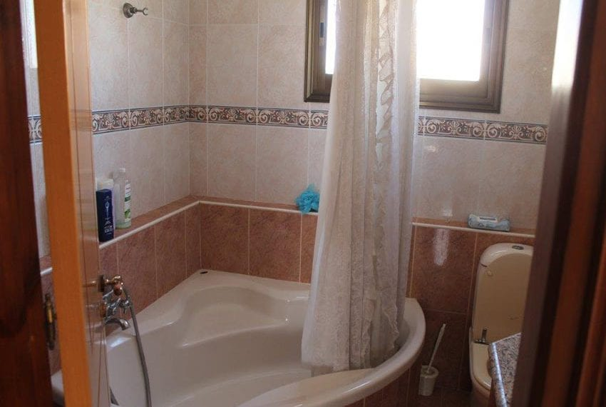 3 bedroom apartment with deeds Pano Pafos10