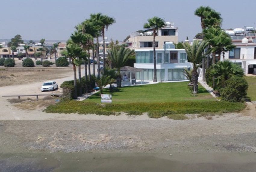 Beach front villa for sale in Cyprus, Larnaka03