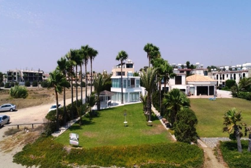 Beach front villa for sale in Cyprus, Larnaka09