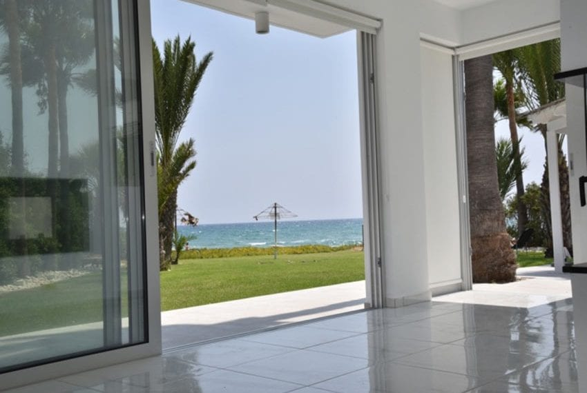 Beach front villa for sale in Cyprus, Larnaka10