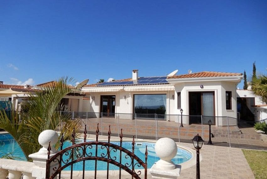 Bungalow for sale with panoramic sea views Peyia02