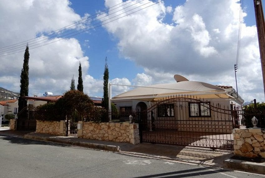 Bungalow for sale with panoramic sea views Peyia06