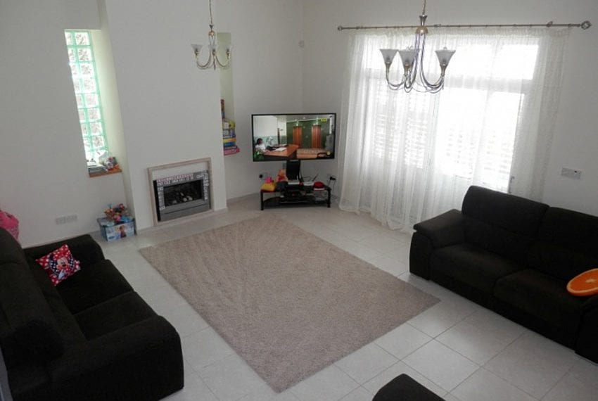 Villa with annex for sale Peyia Cyprus18
